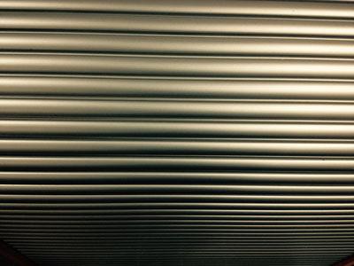 Un rideau métallique pour protéger une vitrine en Isère